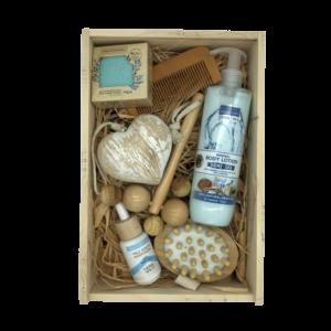 Кутия 4A Natural All in one, подаръчна кутия с козметика за лице, тяло и коса.